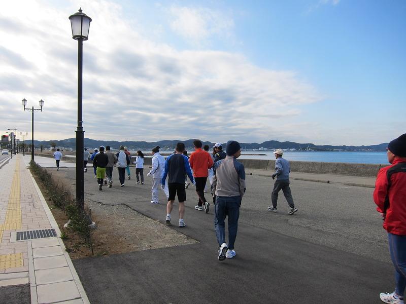 若潮走友会練習風景 北条海岸沿い
