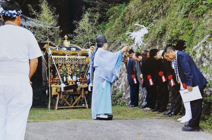 早朝の「発輿祭」