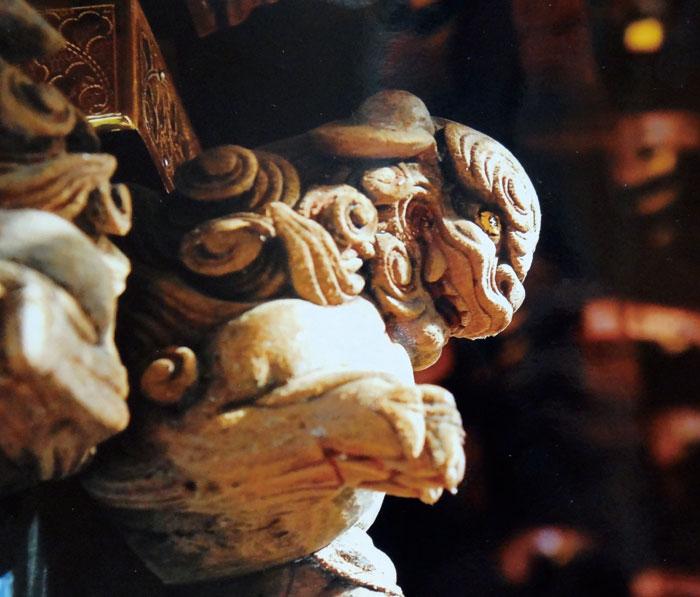 「波の伊八」こと武志伊八郎信由の彫刻