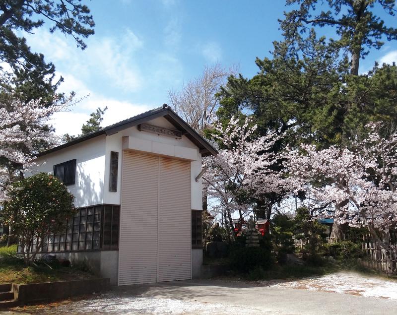 平成9年、境内に移転新築された「山車蔵」