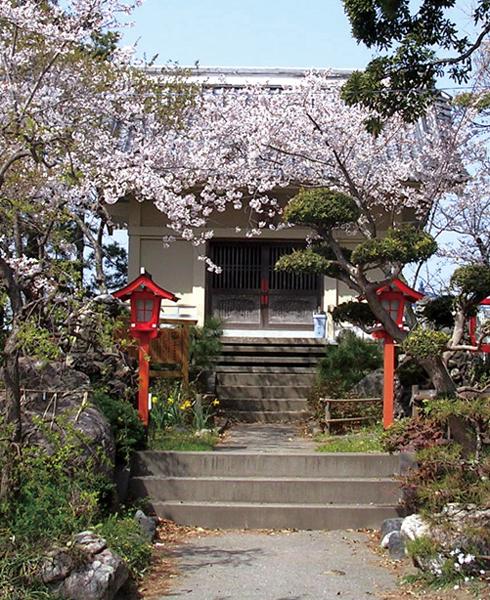 地域の人たちの憩いの場でもある諏訪神社