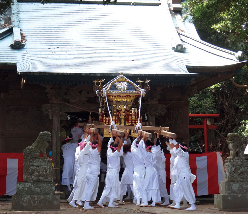 祭典の後、いよいよ始まる神輿渡御