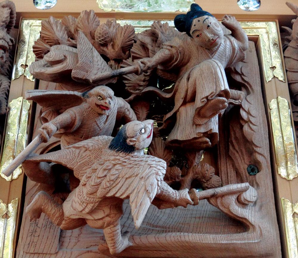 初代後藤義光による見事な鴉天狗の彫刻