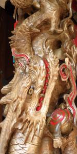 囃子台柱に巻きつく昇り龍と下り龍