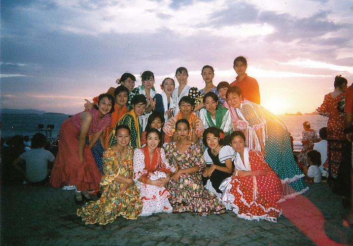 開催当初の学生フラメンコダンサーの方々