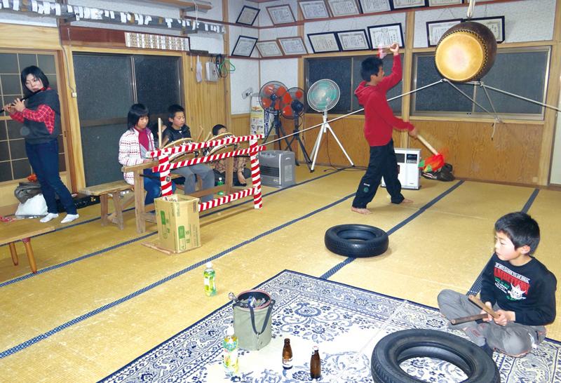亀楽連保存会による太鼓の練習風景