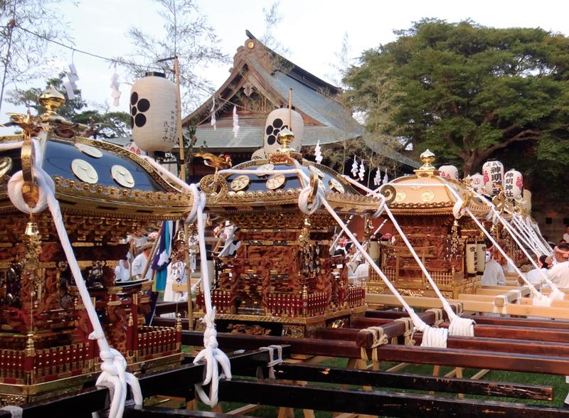 館山神社境内に集まった神輿