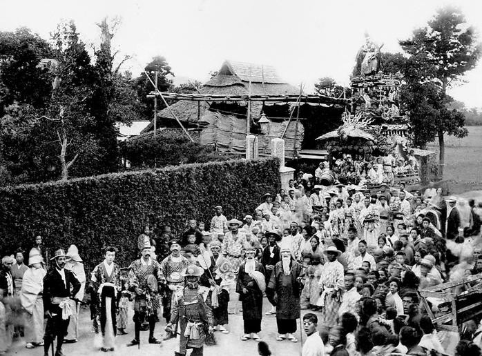 明治40年に撮影された六軒町の山車( 六軒町・辰野氏所蔵)