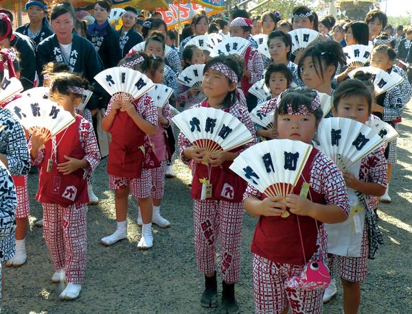 鶴谷八幡宮入祭時の「百人踊り」