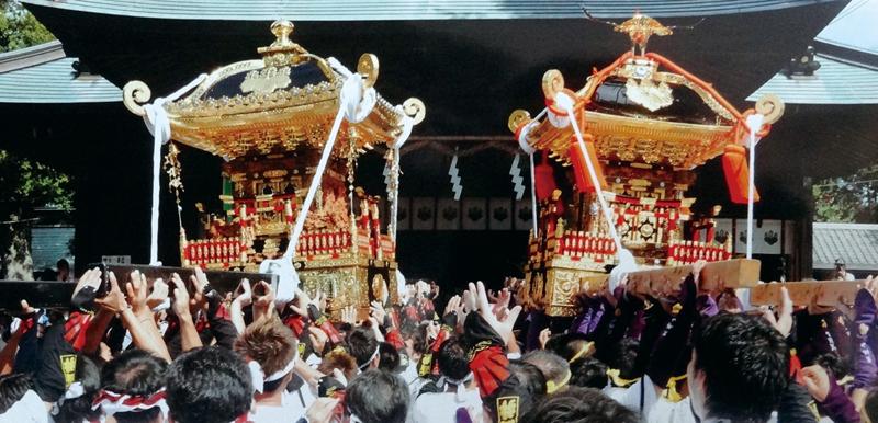 高井・高皇産霊神社(左)と莫越山神社(右) 共に鶴谷八幡宮へ入祭