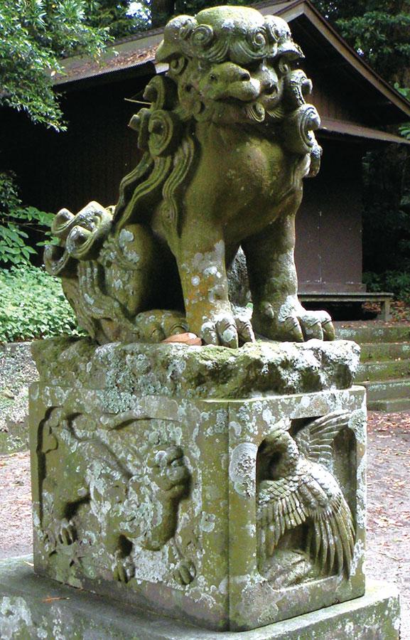 四神が彫り込まれた狛犬
